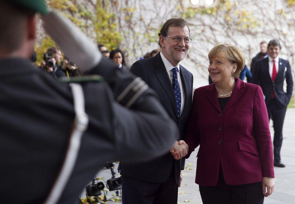 Foto: Mariano Rajoy es recibido por Angela Merkel en Berlín, el pasado noviembre (EFE)
