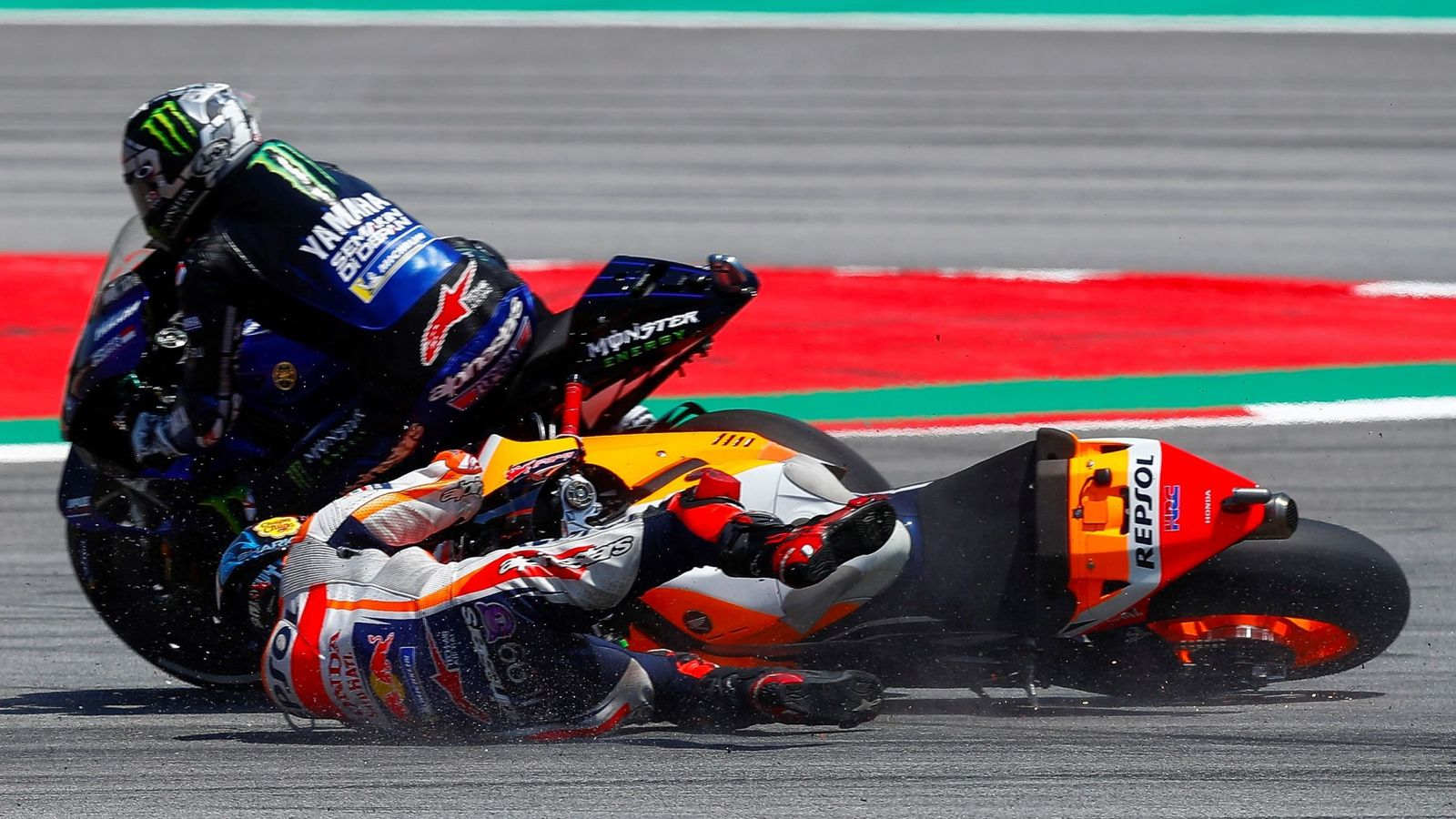 Foto: Jorge Lorenzo arrolla a Maverick Viñales en el pasado GP de Catalunya. (EFE)