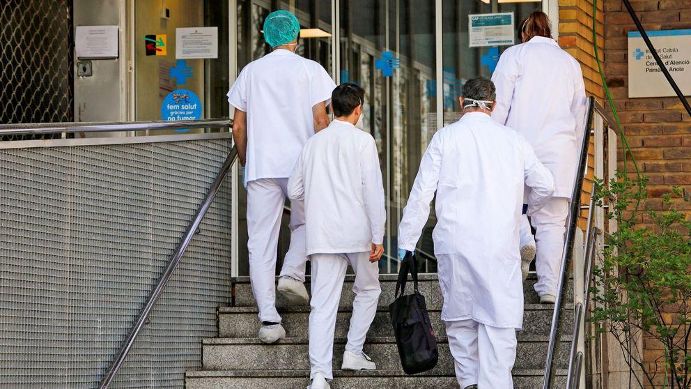 El alud de bajas laborales bloquea a los médicos y entorpece la atención a enfermos