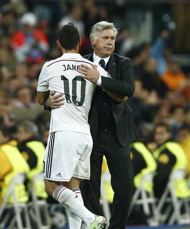 Foto: James y Ancelotti en su pasado madridista. (AP)