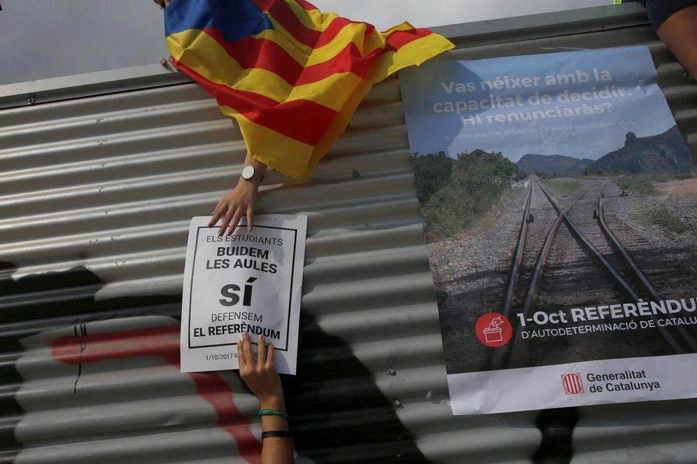 Foto: Estudiantes durante una protesta a favor del referéndum de independencia, en Barcelona. (Reuters)