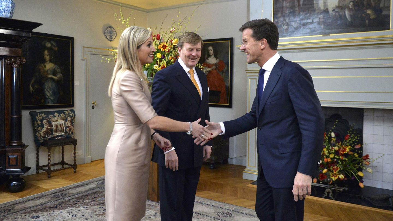Guillermo y Máxima reciben a Mark Rutte en 2014. (Reuters)