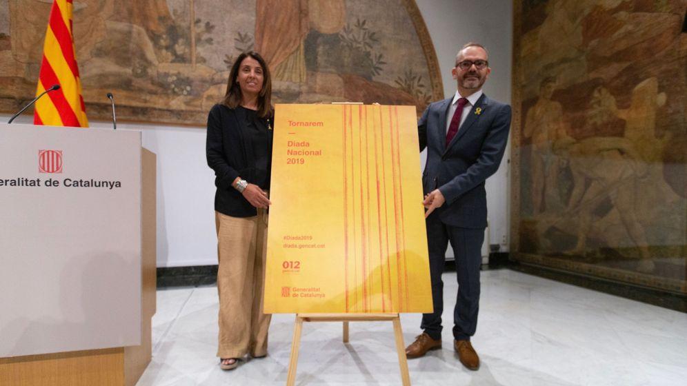 Foto:  Meritxell Budó y Josep Costa durante la rueda de prensa sobre la Diada. (EFE)