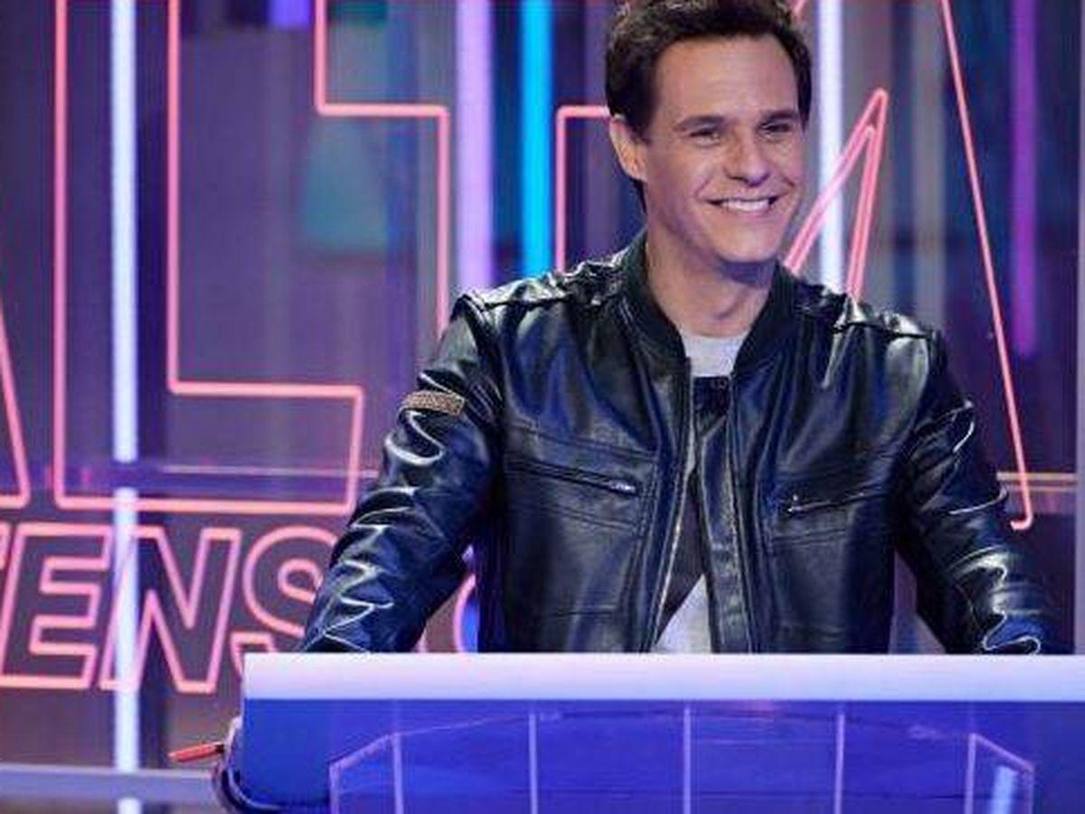 Foto: Christian Gálvez presenta 'Alta tensión', el concurso de Telecinco que pretende desbancar a 'Pasapalabra'. (Mediaset España)