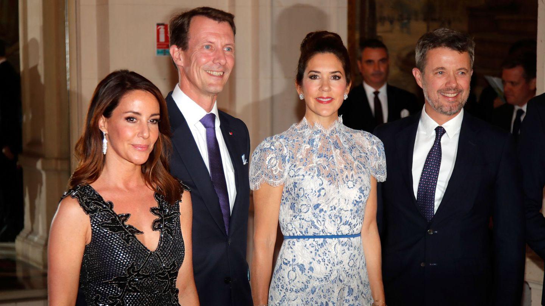 Joaquín y Marie, junto a Federico y Mary en París. (Reuters)