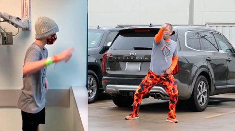 El padre del año: baila fuera del hospital mientras su hijo recibe quimioterapia