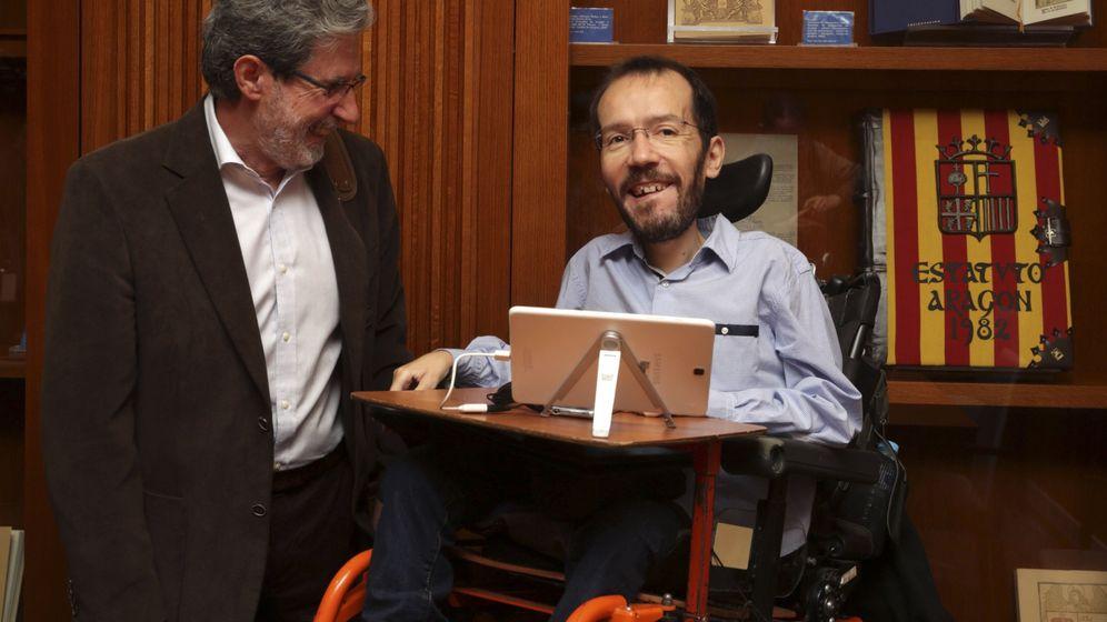 Foto: El secretario de organización de Izquierda Unida Federal, Adolfo Barrena (d). (EFE)
