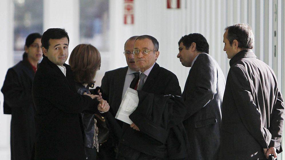 Foto: Jordi Carulla, en el centro de la imagen. (EFE)