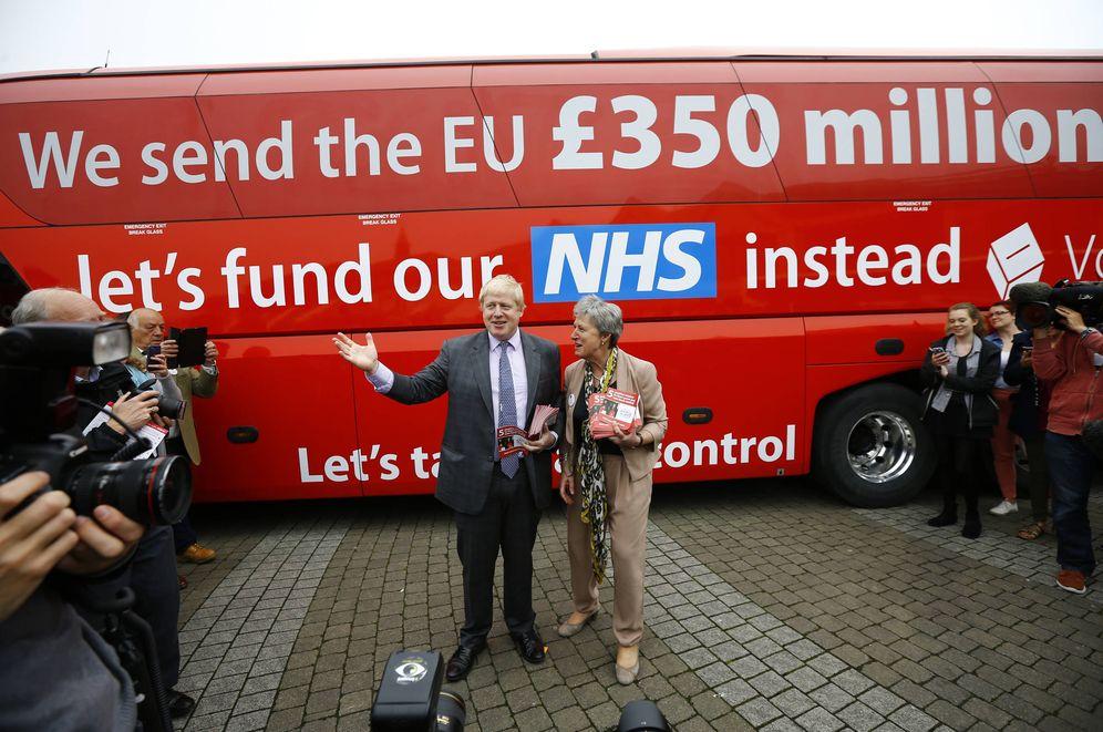 Foto: El autobús con el que el Boris Johnson recorrió el Reino Unido pidiendo el Brexit, una de las piezas que quiere adquirir el museo. (Reuters)
