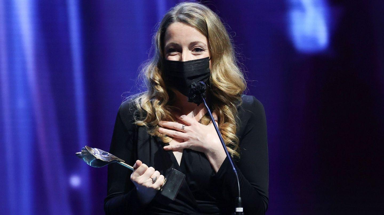 Pilar Palomero tras recibir el premio a 'Mejor dirección'. (EFE)