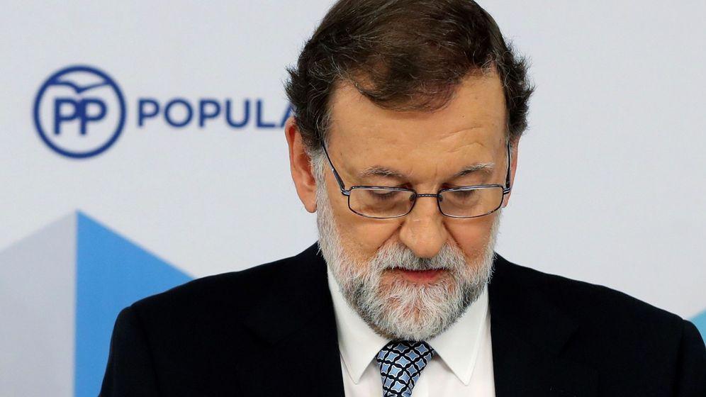 Foto: Mariano Rajoy en la rueda de prensa en la que anunció su marcha como presidente del PP. (EFE)