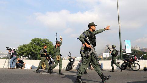 Militares afines a Juan Guaidó despliegan ametralladoras tras el levantamiento contra Maduro
