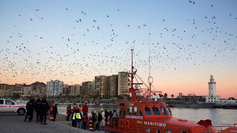 Rescatan a 14 personas de una patera en Málaga