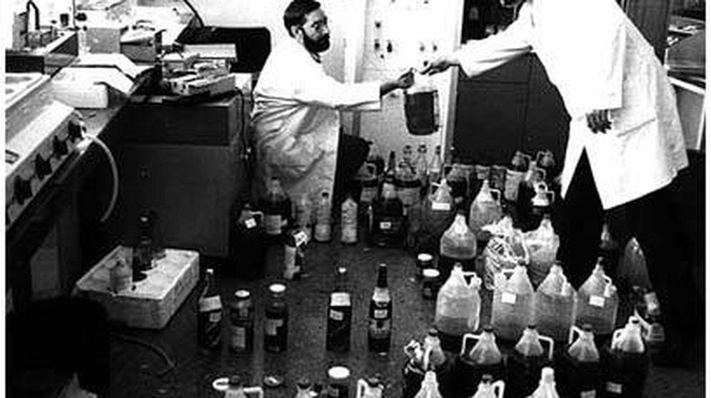 Foto: Las garrafas del síndrome tóxico del aceite de colza.