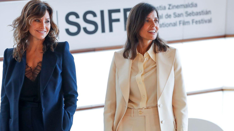 Las actrices Elena Anaya y Gina Gershon posan durante la presentación. (Efe)
