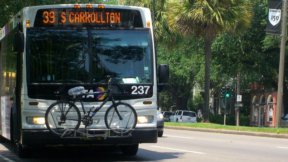 Cómo llevar las bicicletas en el autobús según un joven español