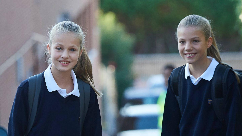 La princesa Leonor y la infanta Sofía, en el colegio Santa María de los Rosales. (Limited Pictures)