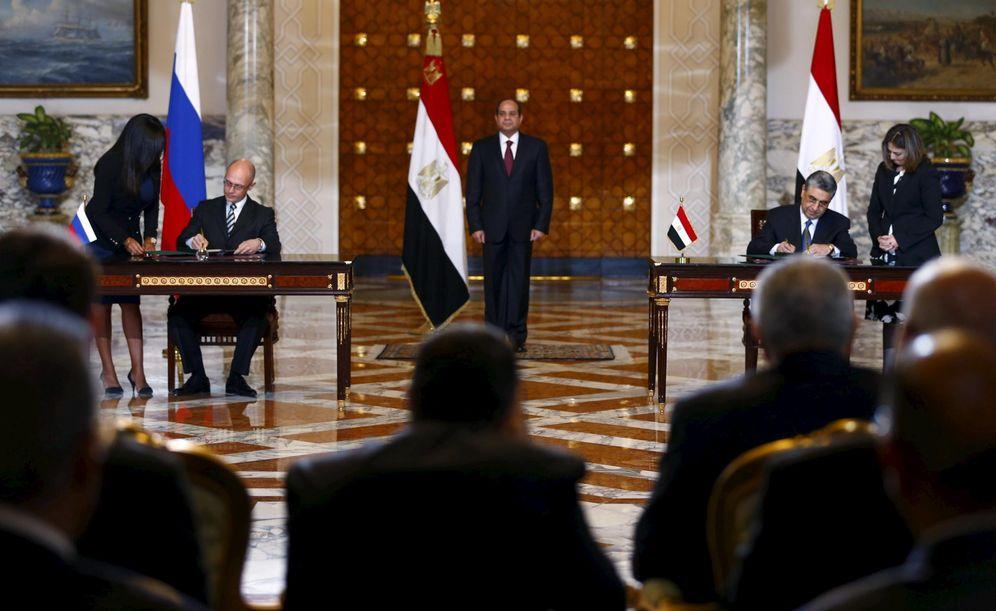 Foto: El general Al Sisi durante la firma del acuerdo entre la compañía Rosatom y el Gobierno egipcio, en Cairo, el 19 de noviembre de 2015. (Reuters)