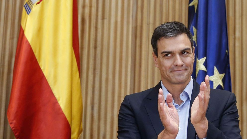 Sánchez, tras posar con la bandera y fichar a Sevilla, apela a la clase media