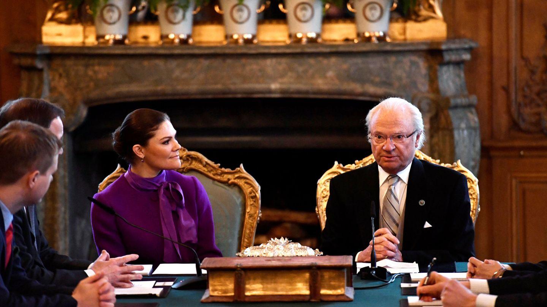 El rey Carlos Gustavo y la princesa Victoria, en una imagen de archivo. (Reuters)