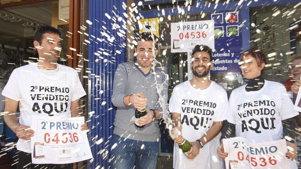 Foto: Callosa del Segura, en Valencia, celebra el segundo premio de la Lotería de Navidad (EFE)