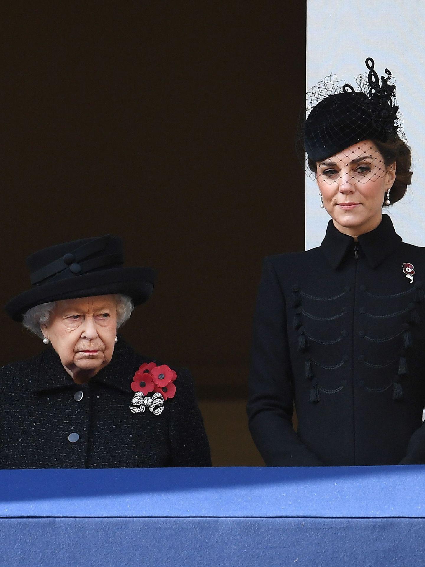 La reina Isabel y Kate Middleton, el pasado noviembre. (EFE)