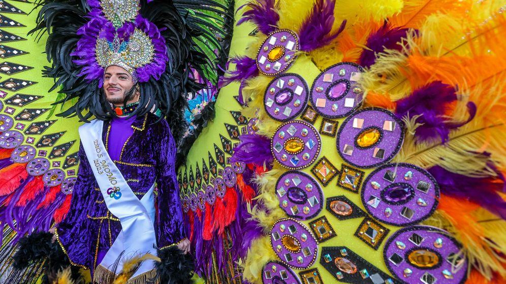 Foto: El manchego con sus premios Feroz en el 'photocall'.(Cordon Press)