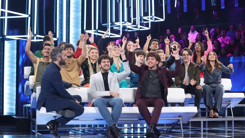 Roberto Leal, con los concursantes de 'OT 2020'. (RTVE).