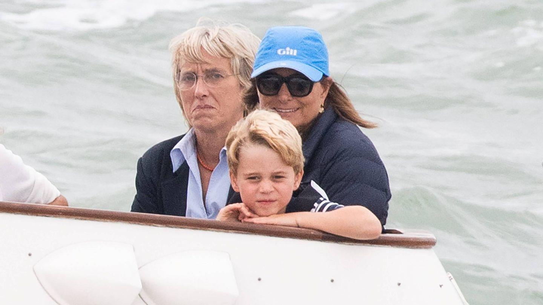 Carole Middleton con el príncipe George el pasado agosto en un evento benéfico. (Reuters)