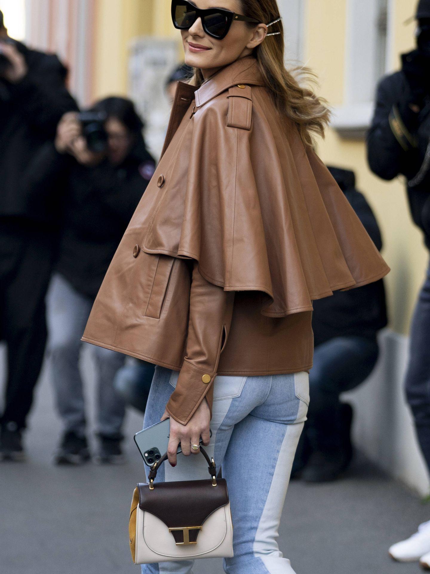 Olivia Palermo, con una capa marrón. (Imaxtree)