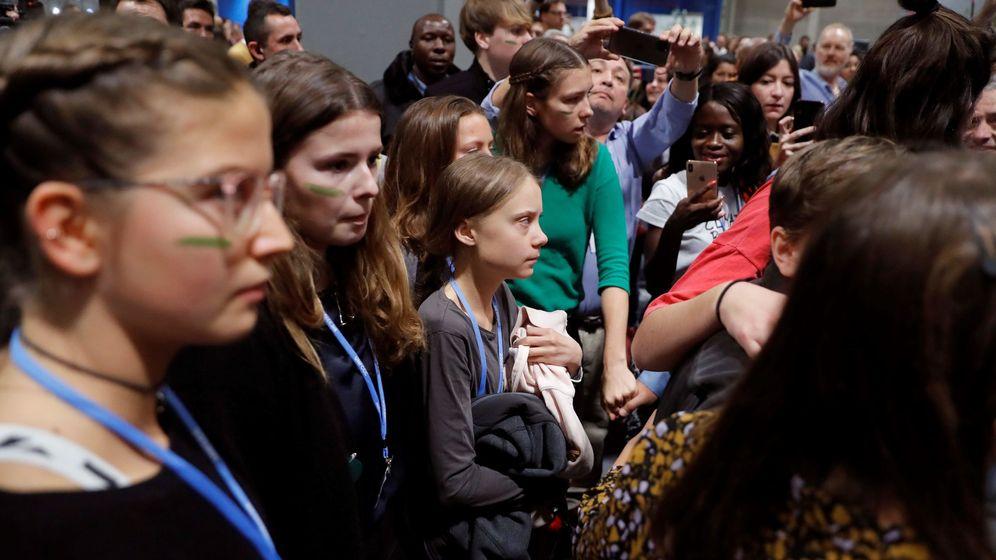 Foto: Greta Thunberg a su llegada junto con otros jóvenes de Fridays for Future a la quinta jornada de la cumbre del clima en Madrid (EFE)
