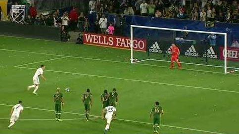 El bonito gol a lo Panenka de Ibrahimovic