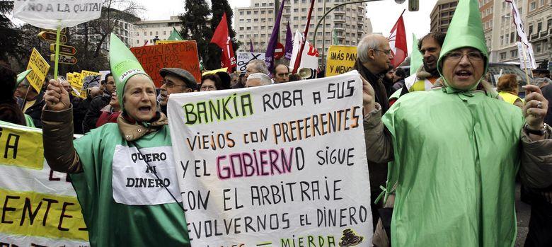 Foto: Manifestación de afectados por las preferentes de Bankia (EFE)