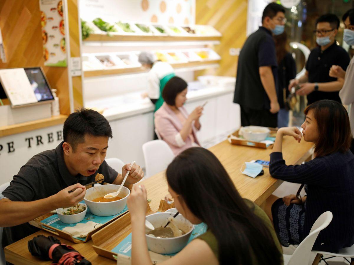 Los restaurantes ruidosos dejan mal sabor de boca a los comensales, según un estudio