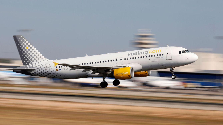 Vueling acuerda con los pilotos reducir salarios para mantener el empleo