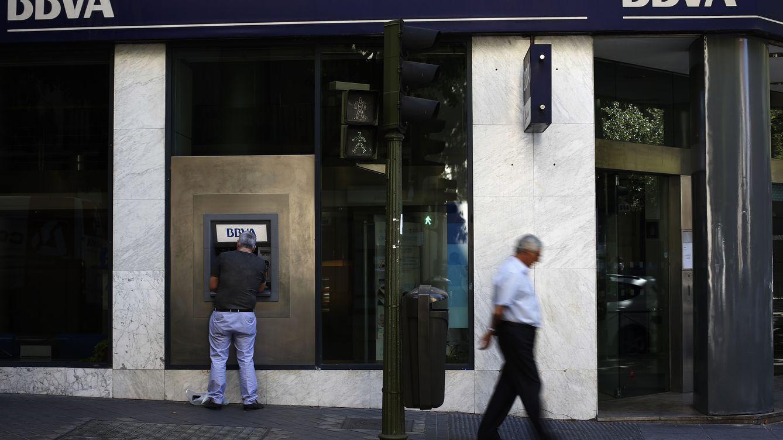 Santander, BBVA y Caixa obtienen trato de favor con las comisiones de los cajeros