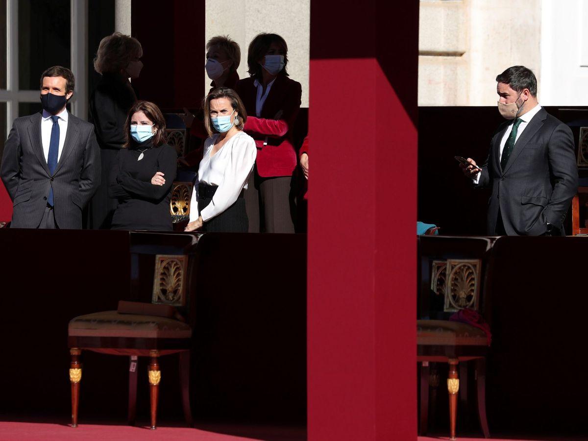 Foto: Casado, Adriana Lastra, Cuca Gamarra y Santiago Abascal, ayer en Madrid. (EFE)