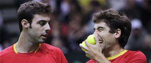 Stepanek desespera a Granollers y López y España vuelve a caer en dobles