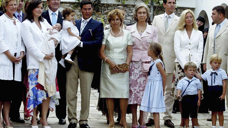 La familia real griega, en el bautizo de Ana María Morales. (Getty)