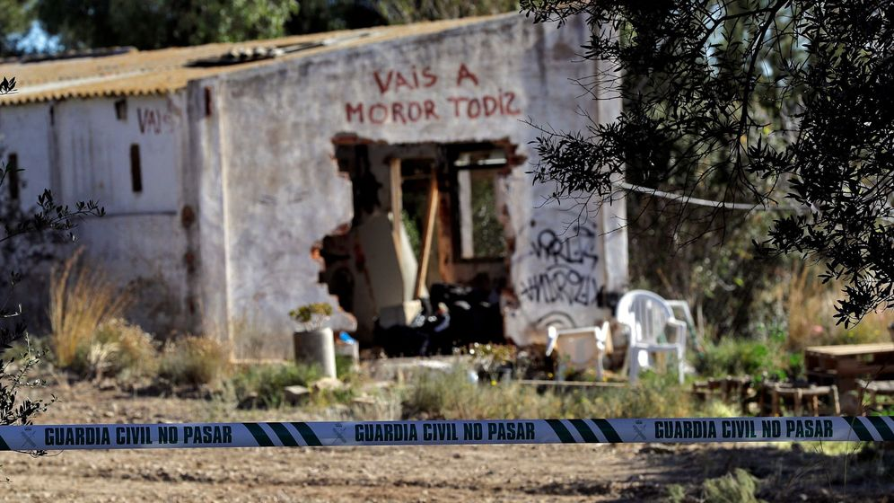 Foto: Foto de archivo de los gentes de la policía científica de la Guardia Civil investigando la muerte de los dos niños. (EFE)