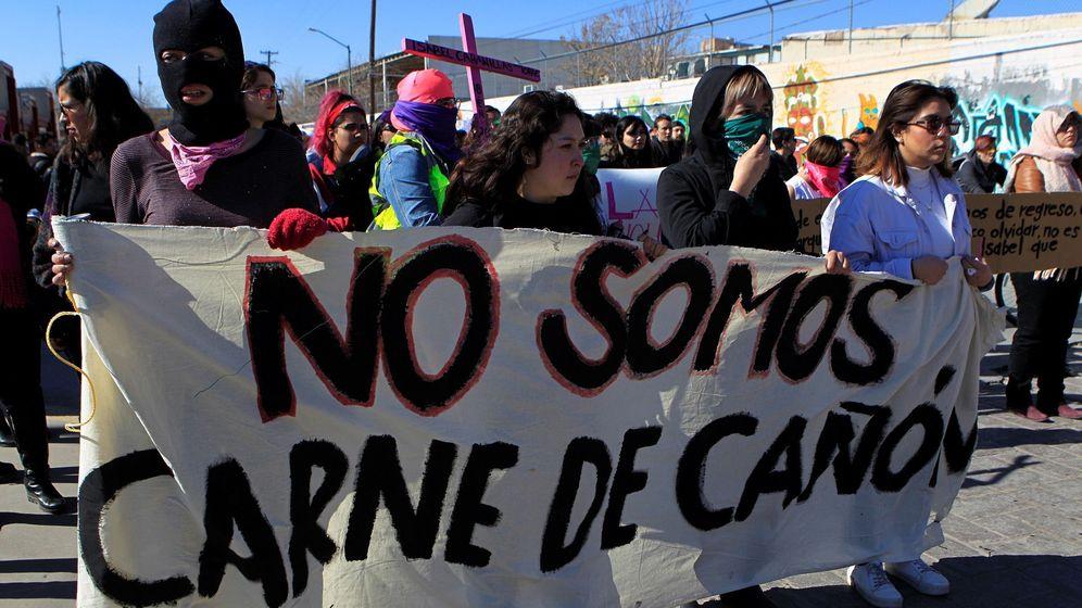 Foto: Cientos de personas protestan este domingo tras el asesinato de la activista mexicana Isabel Cabanillas. (EFE)