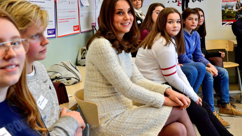 Kate con su vestido blanco de McQueen. (Reuters)