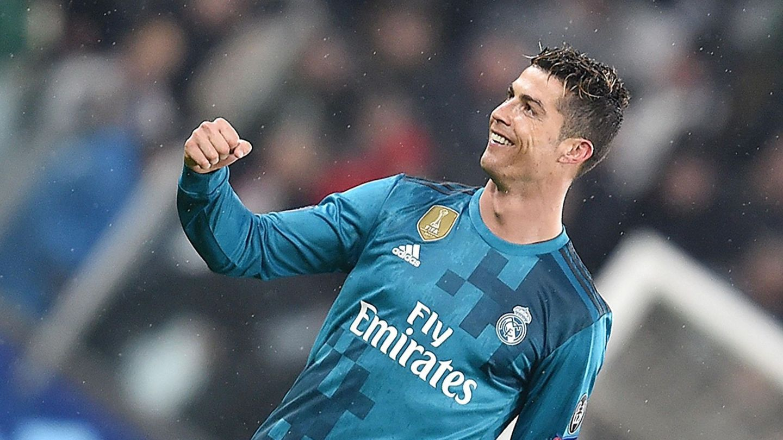 Cristiano Ronaldo celebra su chilena ante la Juventus en Turín.