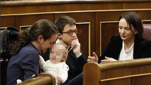 Bescansa, candidata de Podemos a  presidir la Mesa, acude con su hijo