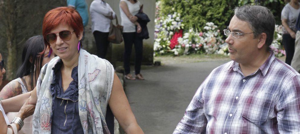 Foto: Sandra Ortega con su marido en el entierro de su madre (Gtres)