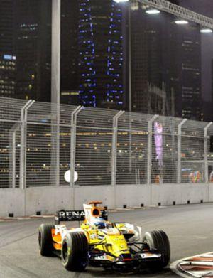 Massa logra la primera 'pole' nocturna y una avería hunde a Alonso