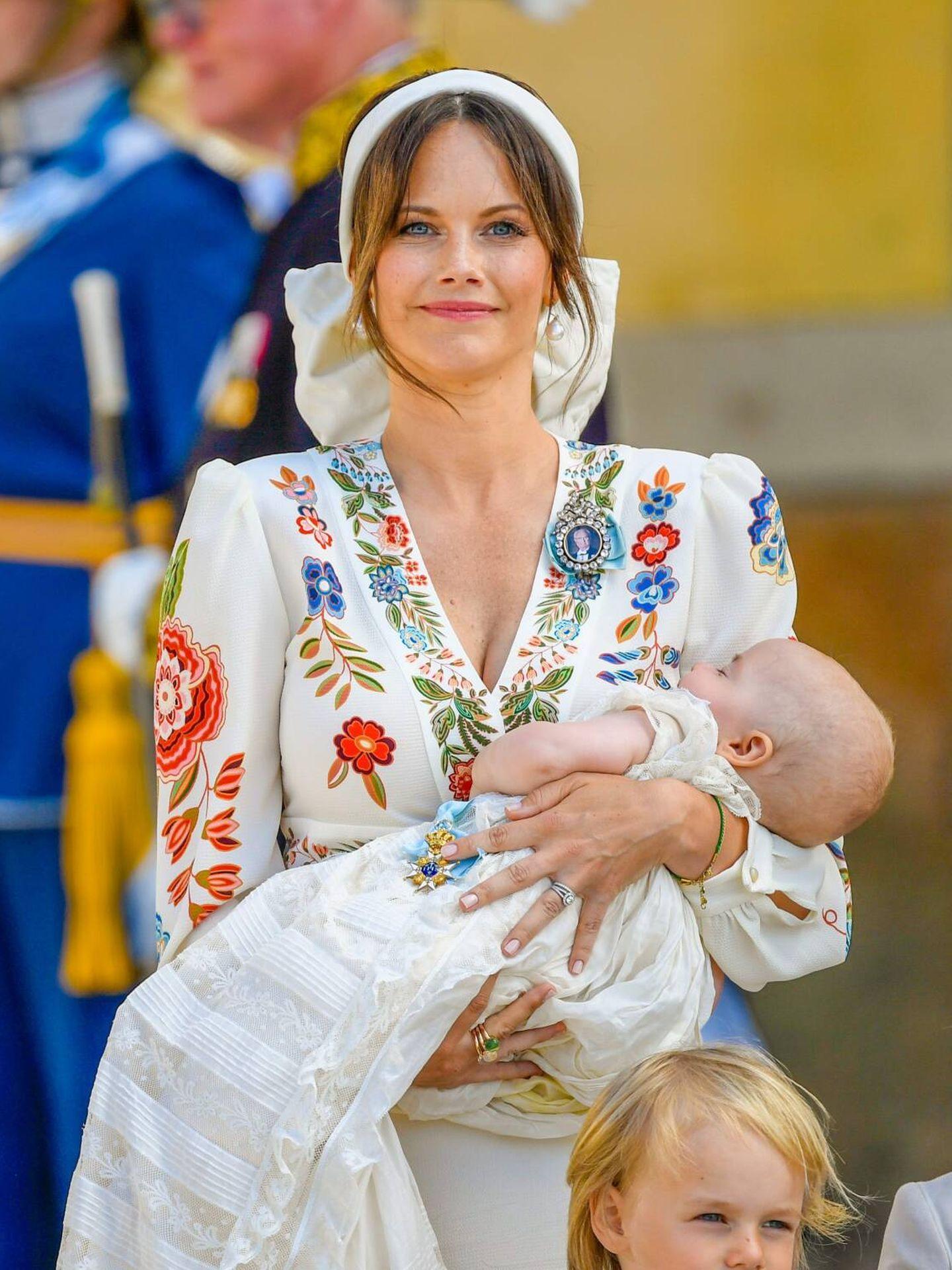 Sofia de Suecia junto a sus tres hijos durante el bautizo de Julian.(CP)