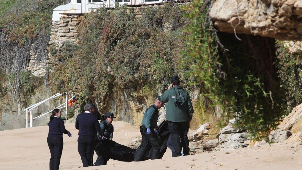Ya son 18 los cadáveres rescatados de la patera naufragada en Los Caños (Cádiz)