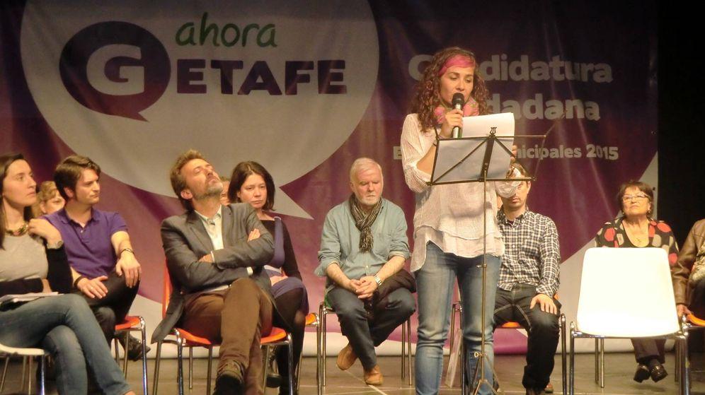 Foto: Vanessa Lillo, de pie, en un acto de Ahora Getafe.