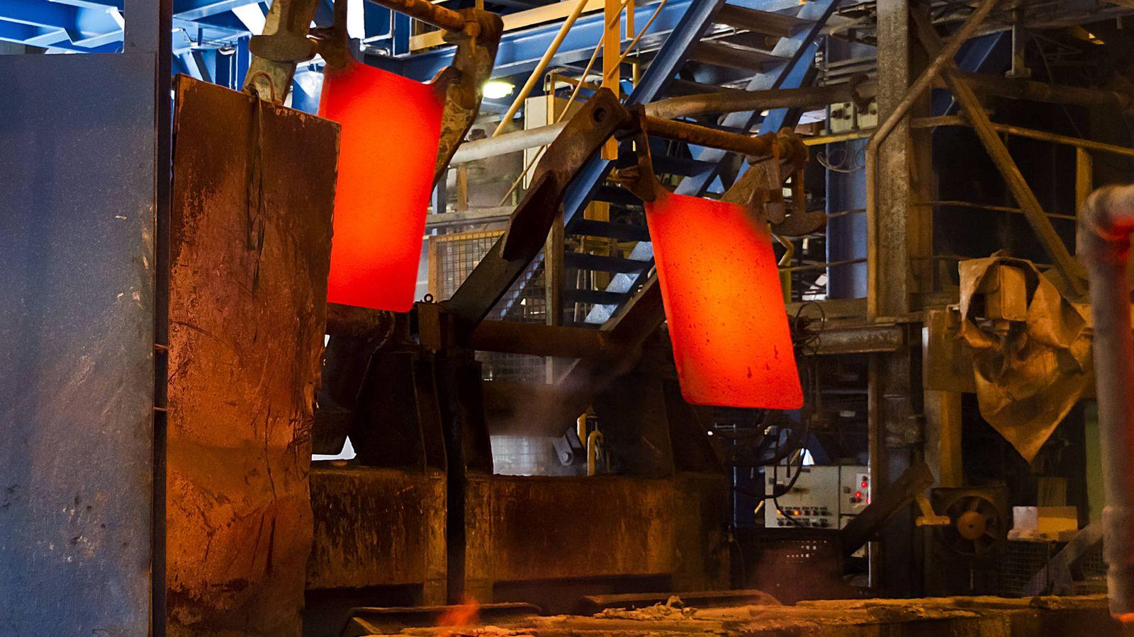 Foto: Cátodos de cobre en la planta de Huelva. (Atlantic Copper)